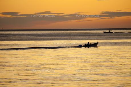 漁に出る漁船の素材 [FYI00025759]