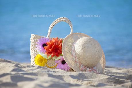 海辺の帽子とカバンの素材 [FYI00025781]