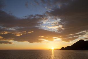 竹野海岸の朝日の写真素材 [FYI00025791]