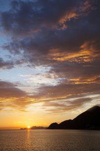 竹野海岸の朝日の写真素材 [FYI00025828]
