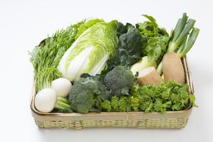 冬野菜のかご盛りの写真素材 [FYI00025961]
