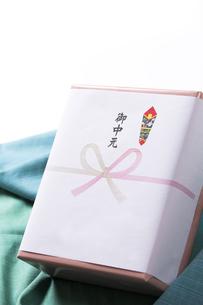 お中元の贈り物の写真素材 [FYI00026015]