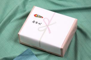 お中元の贈り物の写真素材 [FYI00026025]