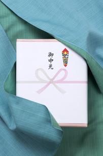 お中元の贈り物の写真素材 [FYI00026027]