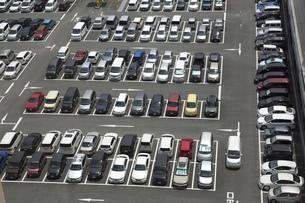 混雑する駐車場の素材 [FYI00026114]
