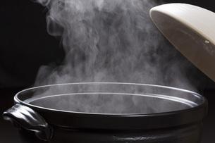 土鍋の湯気の写真素材 [FYI00026323]