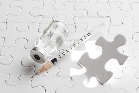 注射器とワクチンの素材 [FYI00026602]