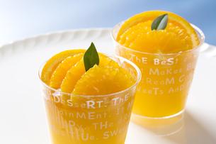 オレンジのカップゼリーの写真素材 [FYI00026609]