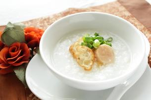 貝柱と油条の中華粥の写真素材 [FYI00027141]