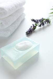 天然石鹸とラベンダーの写真素材 [FYI00027285]
