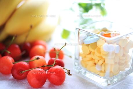 果物とビタミン剤の素材 [FYI00027311]