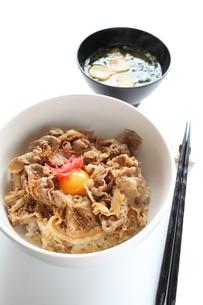 牛丼とみそ汁の写真素材 [FYI00027395]