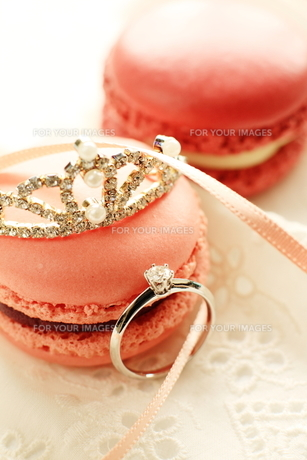 ティアラと婚約指輪の写真素材 [FYI00027670]