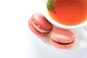 紅茶とマカロンの写真素材 [FYI00027680]