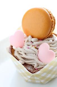 バレンタインのマカロンケーキの写真素材 [FYI00028033]