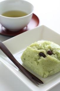 抹茶と小豆の蒸しケーキの写真素材 [FYI00028246]