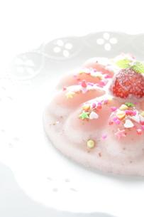 苺のババロアの写真素材 [FYI00028779]