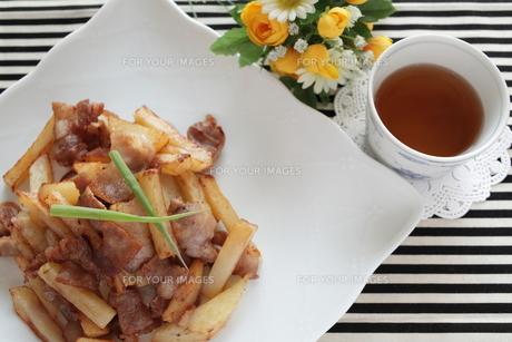 ジャガイモと豚肉の炒め物の素材 [FYI00028782]