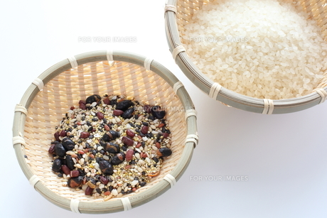 十六雑穀と精米の素材 [FYI00028852]