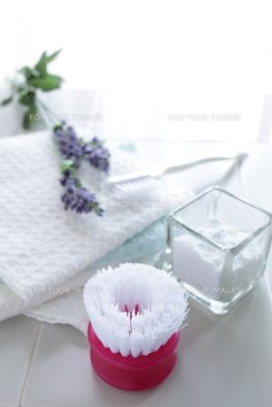 重曹の浴室のお掃除の写真素材 [FYI00028939]