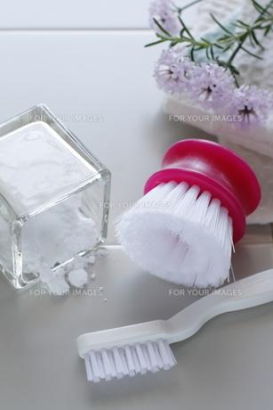 重曹の浴室のお掃除の写真素材 [FYI00028944]