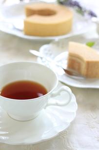 紅茶とバウムクーヘンの写真素材 [FYI00028947]