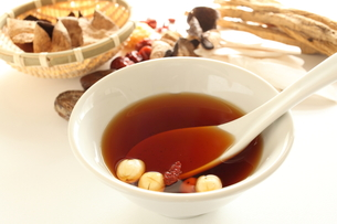 薬膳スープの写真素材 [FYI00029116]