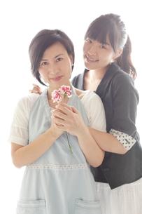 40代の母と大学生の娘の素材 [FYI00029231]