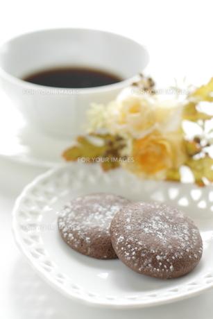 コーヒータイムのチョコクッキーの写真素材 [FYI00029457]