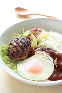 ハワイ料理のロコモコ丼の写真素材 [FYI00029600]