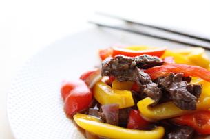 牛肉とパプリカの炒め物の素材 [FYI00029643]