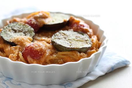 トマトソースのスパゲッティグラタンの写真素材 [FYI00029658]