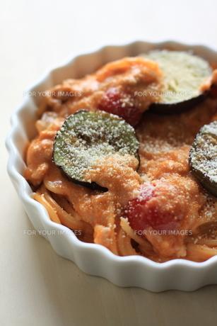 トマトソースのスパゲッティグラタンの写真素材 [FYI00029665]