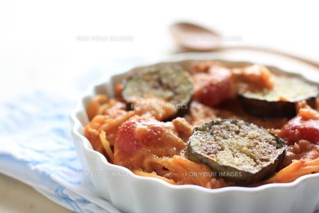 トマトソースのスパゲッティグラタンの写真素材 [FYI00029677]
