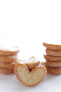 ホワイトデーのハート型のパイの写真素材 [FYI00029788]