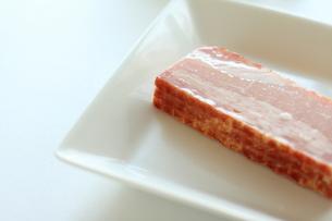 食材のブロックベーコンの写真素材 [FYI00030089]
