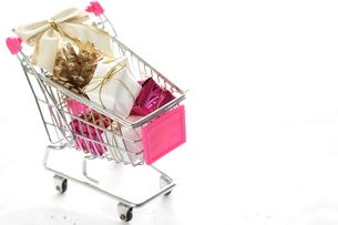 クリスマスの買い物の写真素材 [FYI00030404]