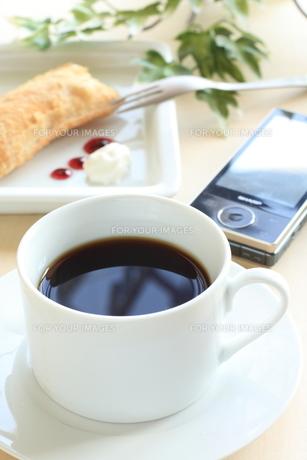 コーヒーとアップルパイの写真素材 [FYI00030842]