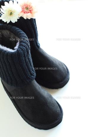 冬ファッションのムートンブーツの写真素材 [FYI00030891]