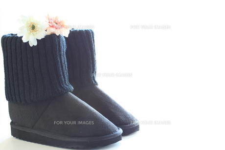 冬ファッションのムートンブーツの写真素材 [FYI00030895]