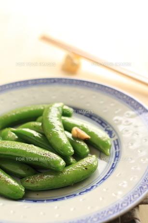 中華のにんにくとスナックエンドウの炒め物の素材 [FYI00030910]
