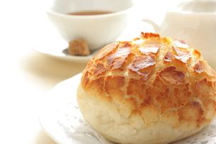 パンと紅茶の写真素材 [FYI00031335]