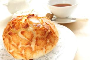 パンと紅茶の写真素材 [FYI00031409]
