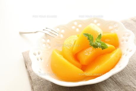 黄桃のデザートの写真素材 [FYI00031475]