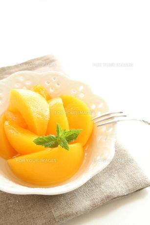 デザートの黄桃の写真素材 [FYI00031495]