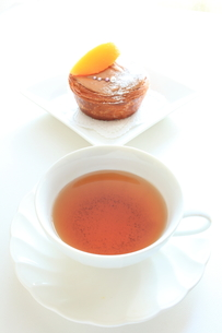 紅茶とケーキの写真素材 [FYI00031504]