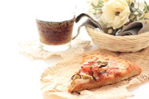 ベーコンとトマトピザとコーラの素材 [FYI00031556]