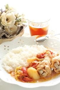 チキンとポテトのトマト煮の写真素材 [FYI00031574]