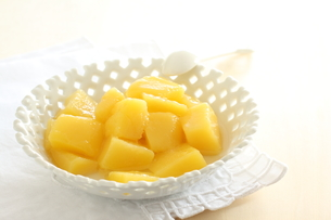 缶詰食材のマンゴーの素材 [FYI00031874]