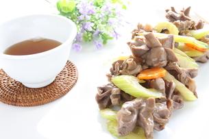 砂肝とセロリの中華炒めの写真素材 [FYI00032083]